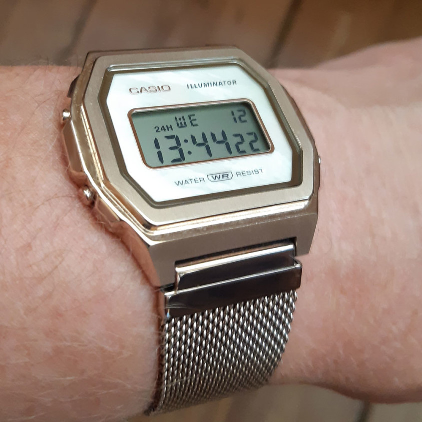 Foto Casio A1000 Iconic horloge