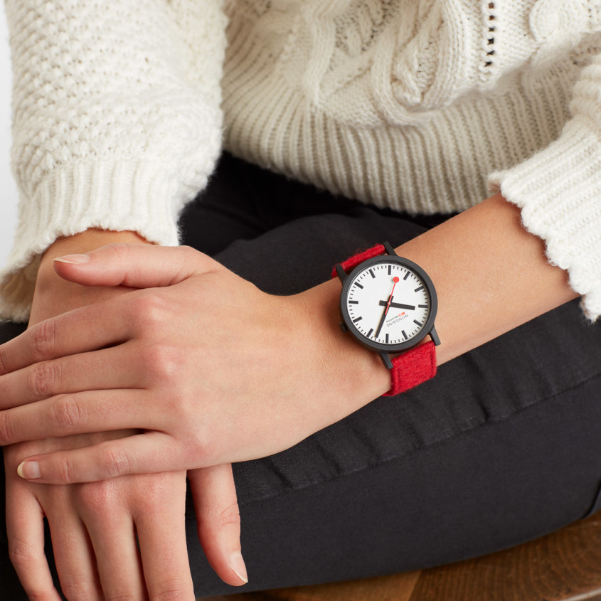 Afbeelding Mondaine Essence horloge