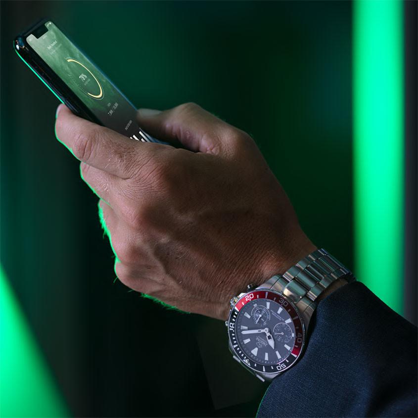 Foto Jaguar J888/4 Connected horloge
