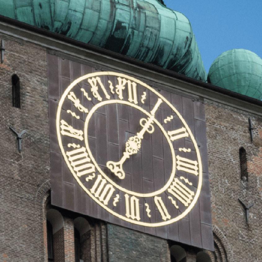 Foto Middeleeuwse klok met 1 wijzer