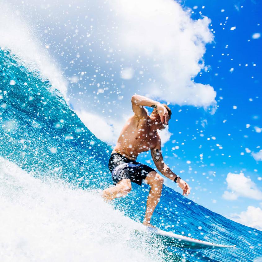 Surfer met waterdicht horloge