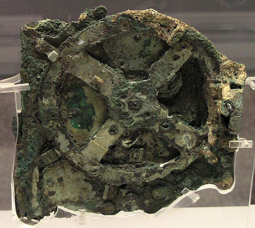 Foto Mechanisme van Antikythera. Bron: Wikipedia