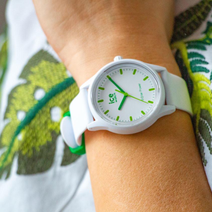 Foto vrouw met Ice-Solar horloge