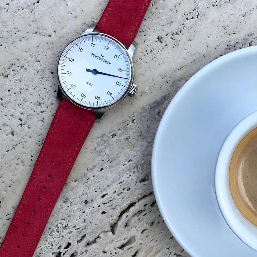 Foto Meistersinger 01 horloge met kop koffie